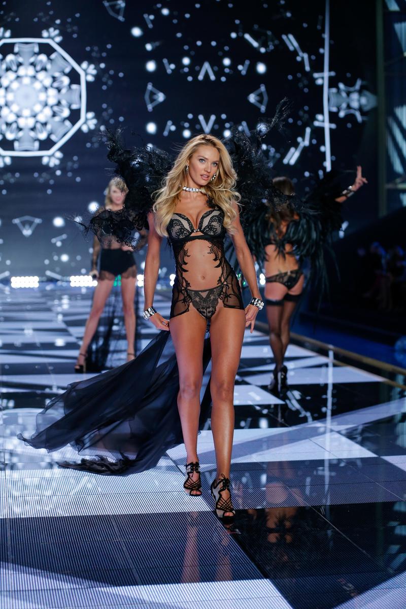 fashion-show-runway-2014-angel-ball-candice-victorias-secret-hi-res.jpg