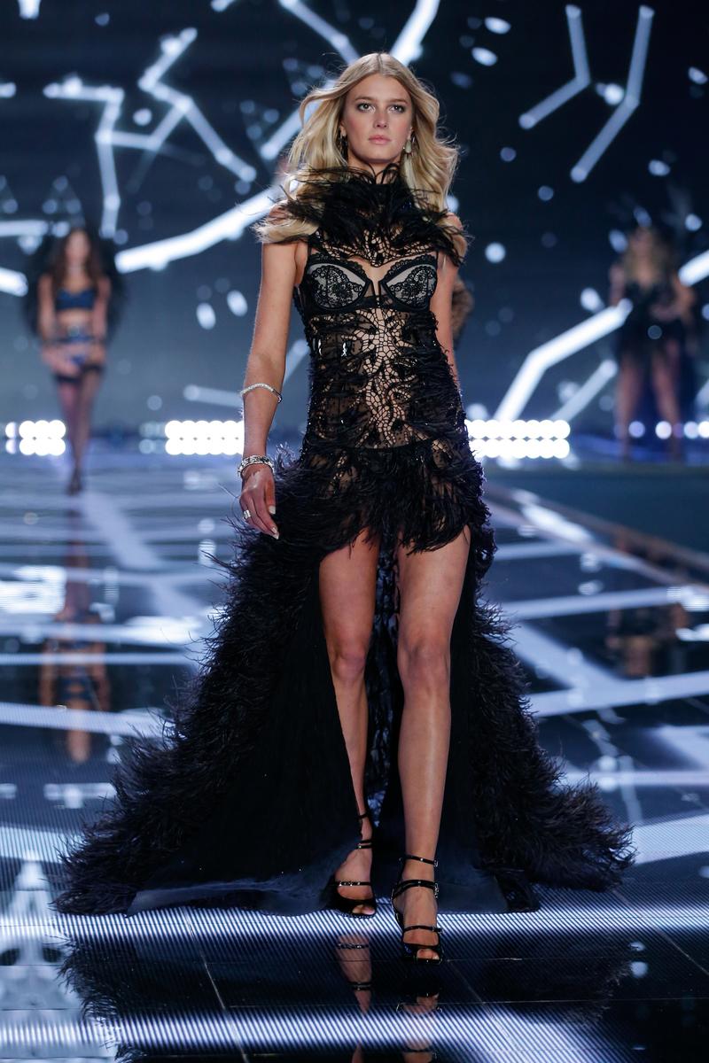 fashion-show-runway-2014-angel-ball-sigrid-victorias-secret-hi-res.jpg