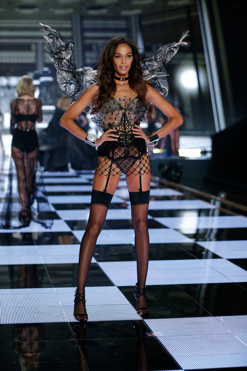 fashion-show-runway-2014-angel-ball-joan-victorias-secret-hi-res.jpg