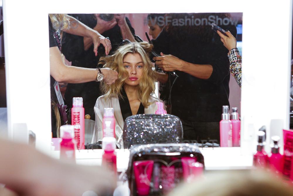 fashion-show-hair-makeup-2014-model-stella-maxwell-victorias-secret-hi-res.jpg