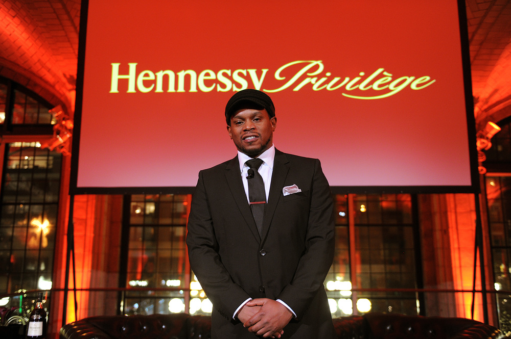 The evening's host, Sway Calloway at The Hennessy Privilège Awards honoring entrepreneur, Daymond John.