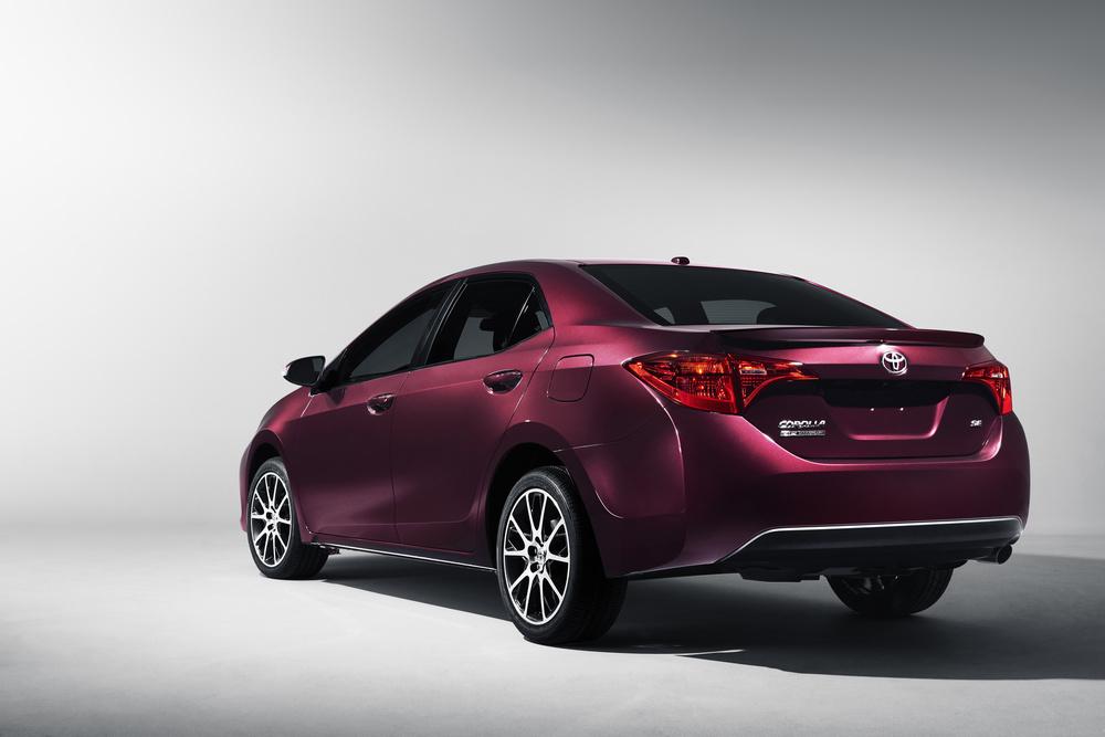 2017_Toyota_Corolla_50th_Anniversary_Special_Edition_2.jpg