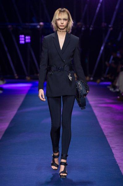 fsfwma12.01com-fashion-week-milan-ss-2017-versace-lowres.jpg