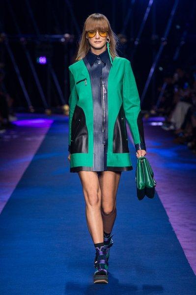 fsfwma12.11com-fashion-week-milan-ss-2017-versace-lowres.jpg