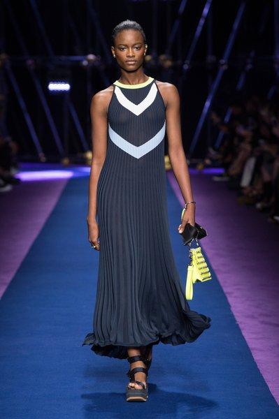 fsfwma12.24com-fashion-week-milan-ss-2017-versace-lowres.jpg
