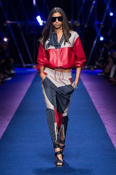fsfwma12.27com-fashion-week-milan-ss-2017-versace-lowres.jpg