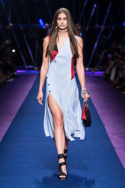 fsfwma12.34com-fashion-week-milan-ss-2017-versace-lowres.jpg
