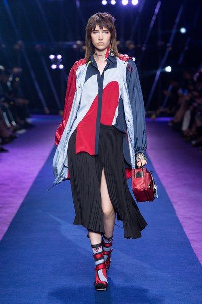 fsfwma12.35com-fashion-week-milan-ss-2017-versace-lowres.jpg