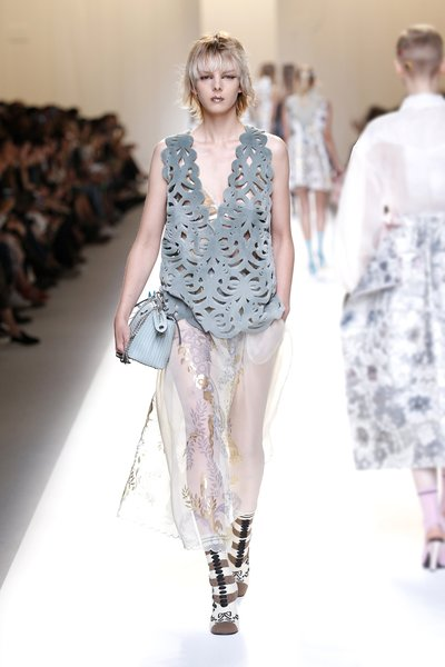 fsfwma13.41com-fashion-week-milan-ss-2017-fendi-lowres.jpg