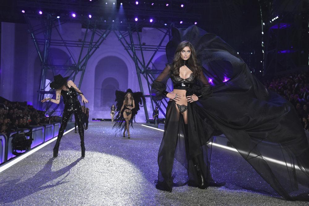 fashion-show-runway-2016-dark-angel-taylor-look-1-victorias-secret-whole-hi-res.jpg