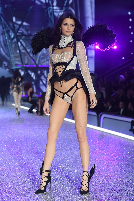 fashion-show-runway-2016-dark-angel-kendall-look-4-victorias-secret-hi-res.jpg