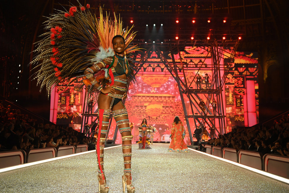 fashion-show-runway-2016-the-road-ahead-maria-look-3-victorias-secret-hi-res.jpg