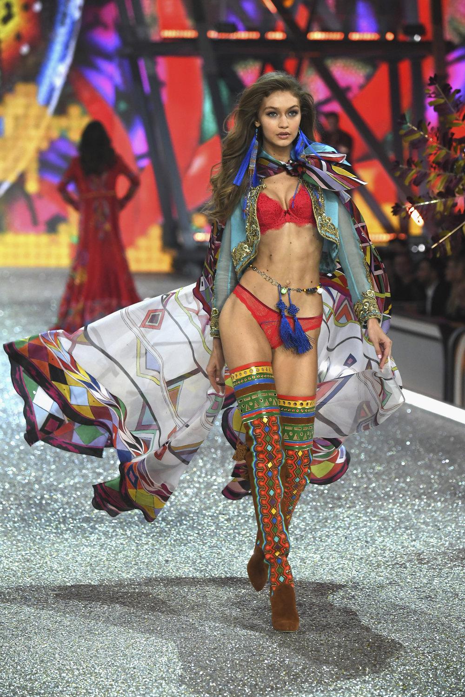 fashion-show-runway-2016-the-road-ahead-gigi-look-13-victorias-secret-hi-res.jpg