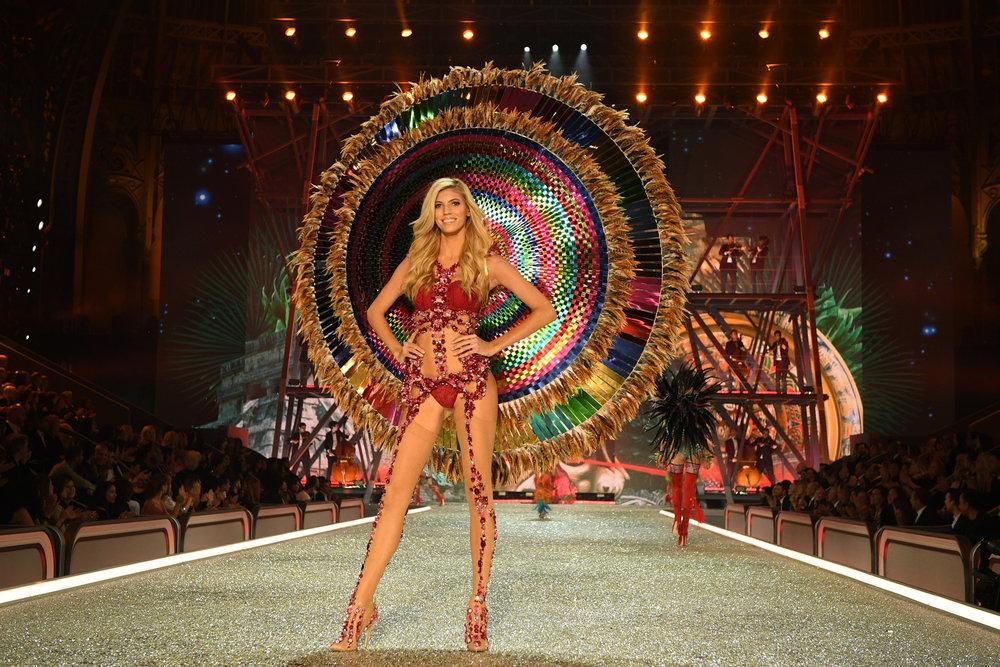 fashion-show-runway-2016-the-road-ahead-devon-look-9-victorias-secret-hi-res.jpg