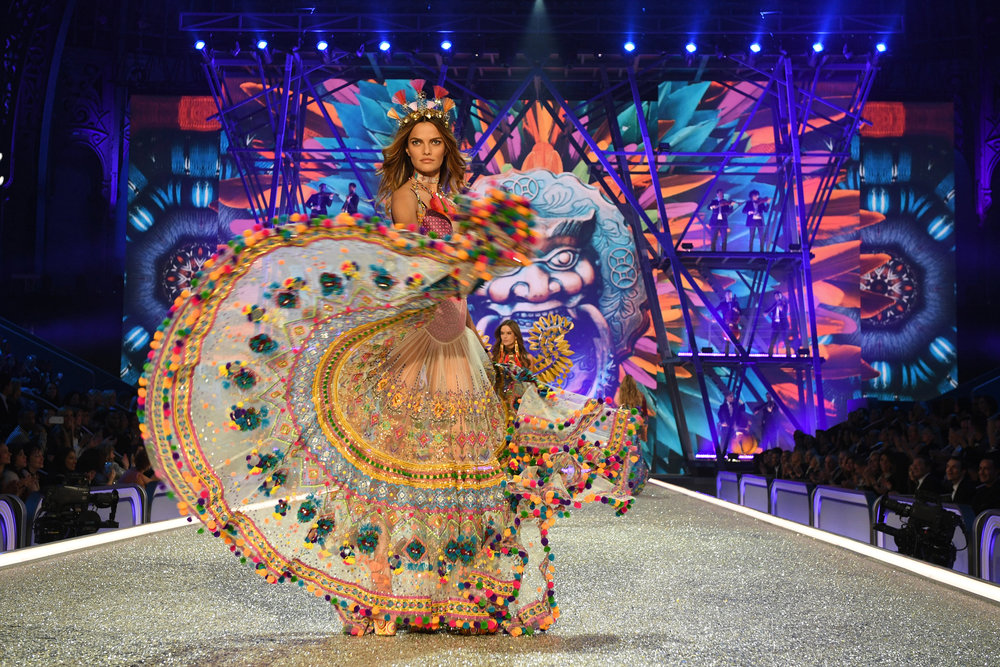fashion-show-runway-2016-the-road-ahead-barbara-look-16-victorias-secret-half-hi-res.jpg