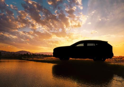 2019_Toyota_RAV4_Teaser_AD32F36E3568DC38CB8594F1AB8B0717F2D8D3C0_low.jpg