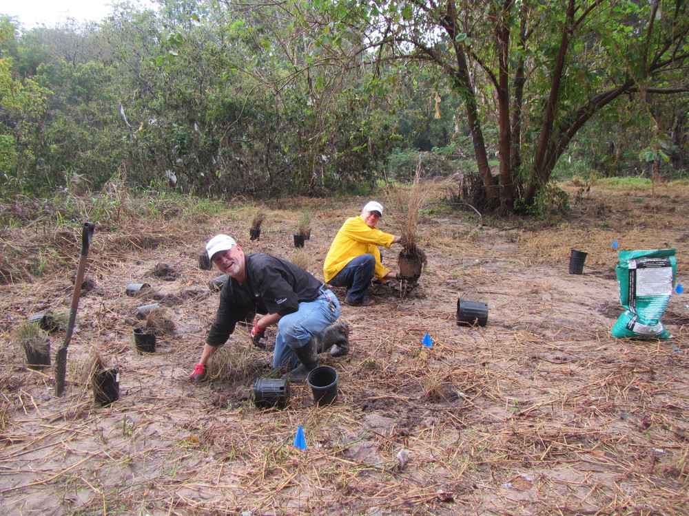 RiparianPlantingDay00020-Happy Volunteers.jpg