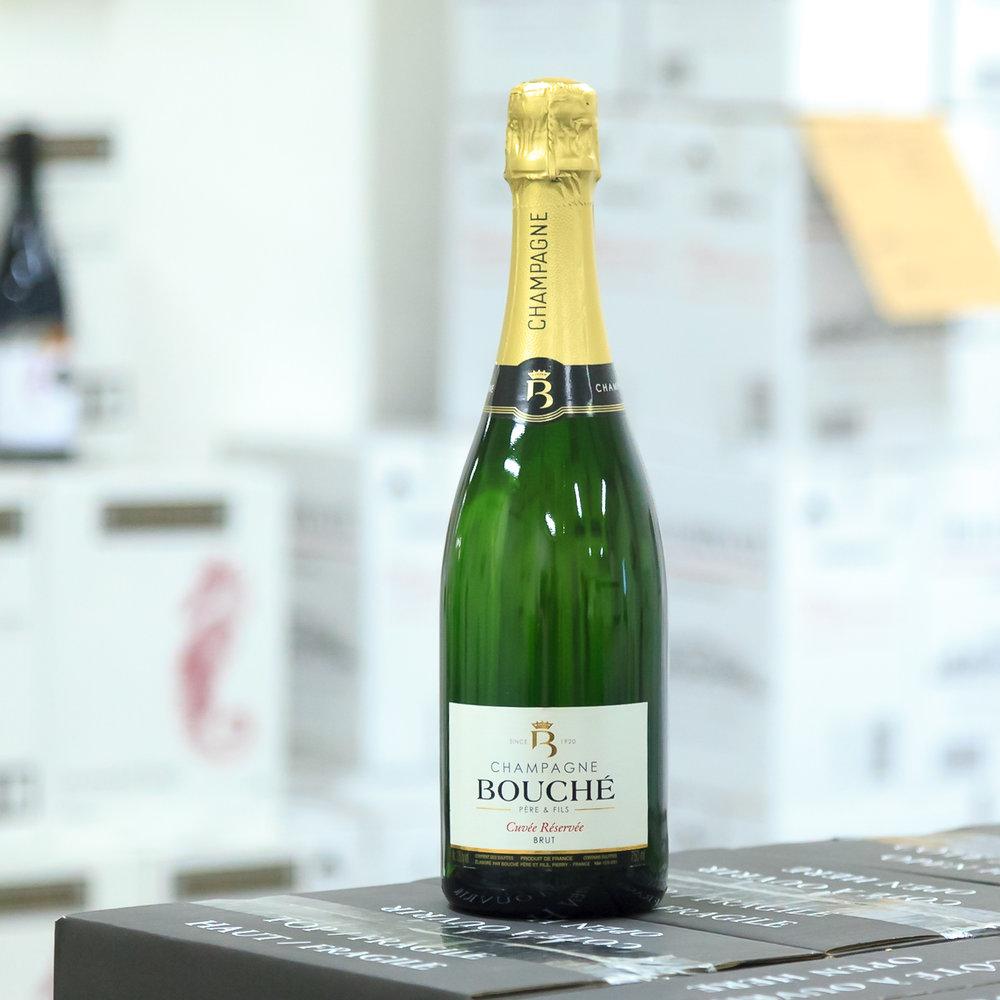 Cuvée Réservée Brut - 35% Chardonnay, 35% Pinot Noir and 30% Pinot MeunierCuvée na etiketě znamená, že je to výběr nejlepších hroznů. Réservée jen pro šampašnké, která zrají na kvasinkách 3 a více let.- 4 zrání vína na kvasinkách v lahvi-Dosage: 8g/litr-20% z vína zrálo před nalahvováním 6 let v tanku-80% vína zrálo 6 měsíců v tanku