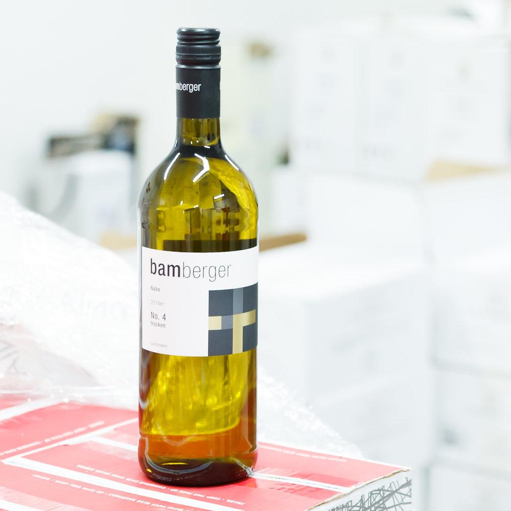 Weißwein 1L - Lehké svěží cuveé Ryzlinku a Müller-Thurgau. Ideální jako rozlévané víno.