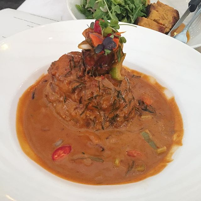 OSSO BUCCO in a red curry. Need I say more? 🍗