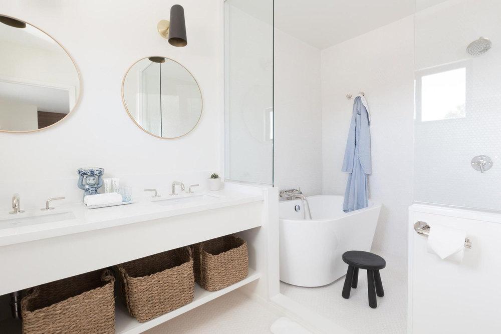 Holiday_House_-Palm_Springs_Bathroom_1.jpg