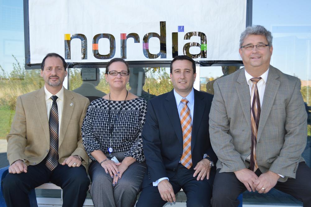 Le maire d'Orillia, Angelo Orsi, la directrice du centre Nordia Orillia, Kerri Dryden, le président de Nordia, John DiNardo, et le directeur du développement économique de la Ville d'Orillia, Dan Landry, réunis pour l'annonce. (Photo: Ville d'Orillia)