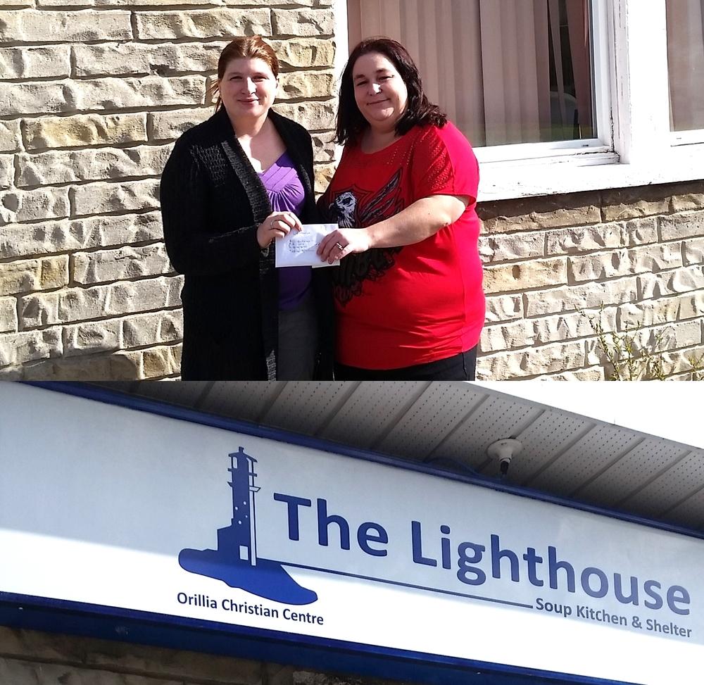 De gauche à droite : Sarah de l'organisme The Lighthouse et Isabel Broughton de Nordia Orillia