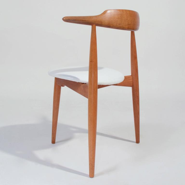 Merveilleux Hans Wegner Heart Chair FH 4103 In Oak And Cow Hide