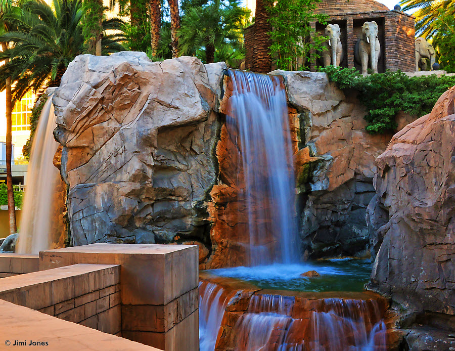 Mandalay Bay Waterfalls - Elelphants