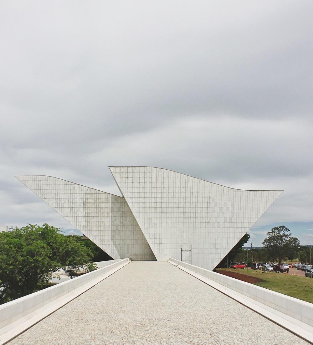 Panteão da Pátria Tancredo Neves / Praça dos Três Poderes
