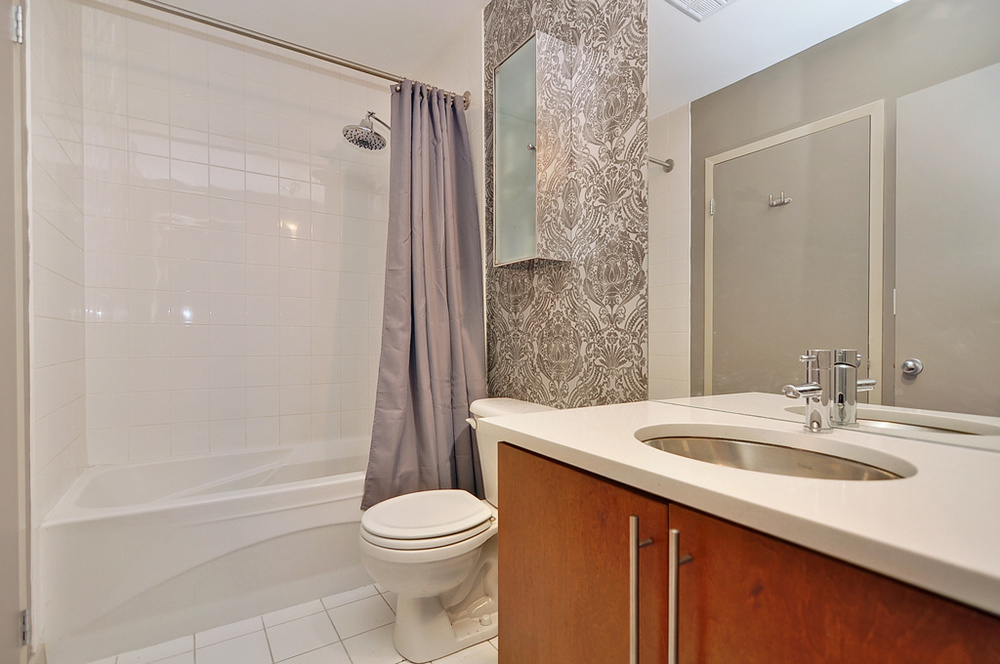 032bathroom_view1.jpg
