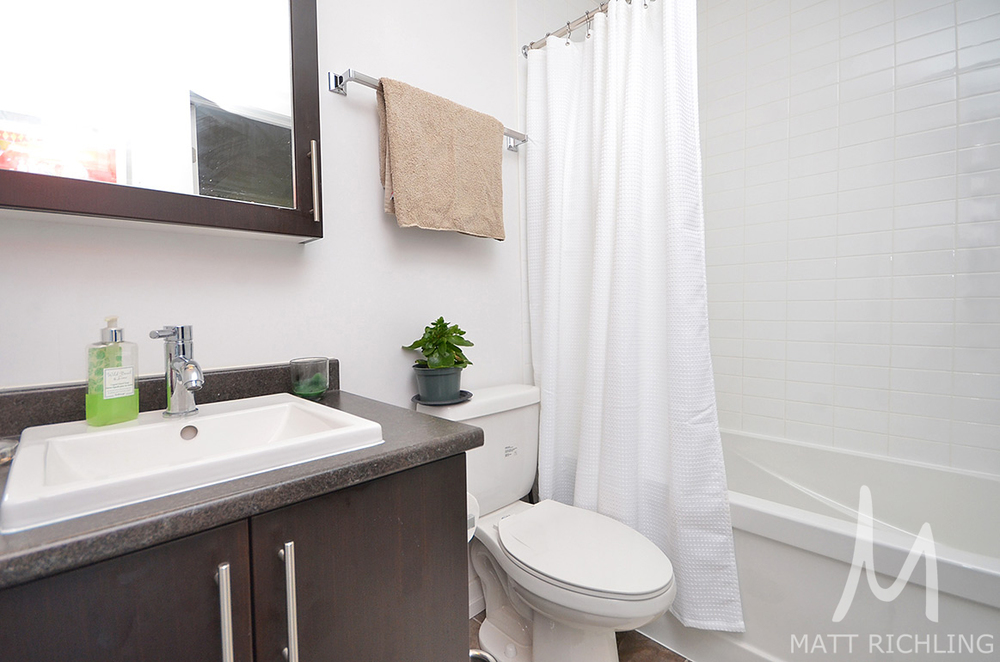 012bathroom2.jpg