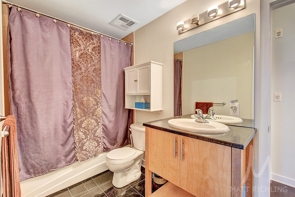 019bathroom1.jpg