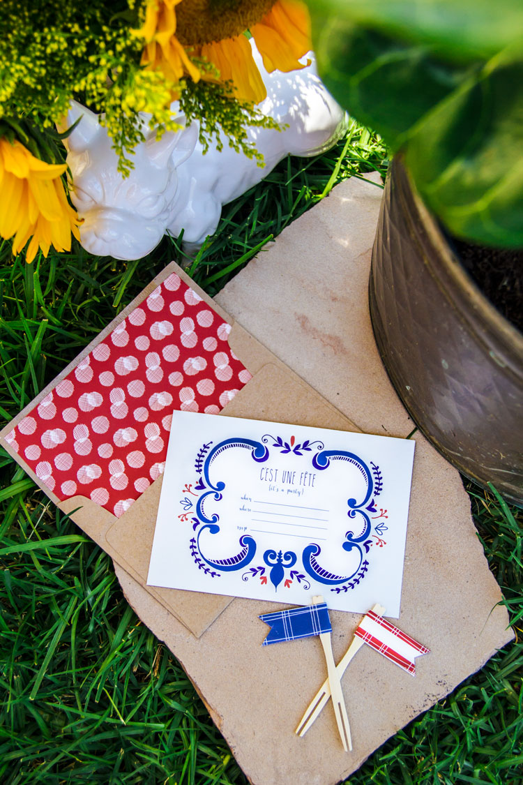 Fill in invite with 2 different patterns that can be cut to size to use as envelope liners