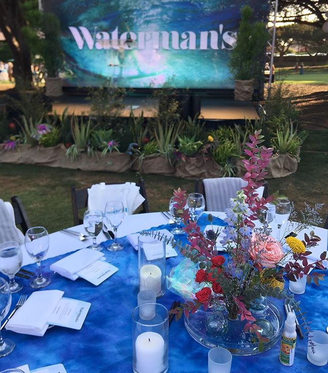 Wild color on the flowers and watery blue table toppers for @sima_surf #Watermans last night! Always such a cool event. And thank you @ivy.leighton for this pretty picture! #fourleafcloverstudio