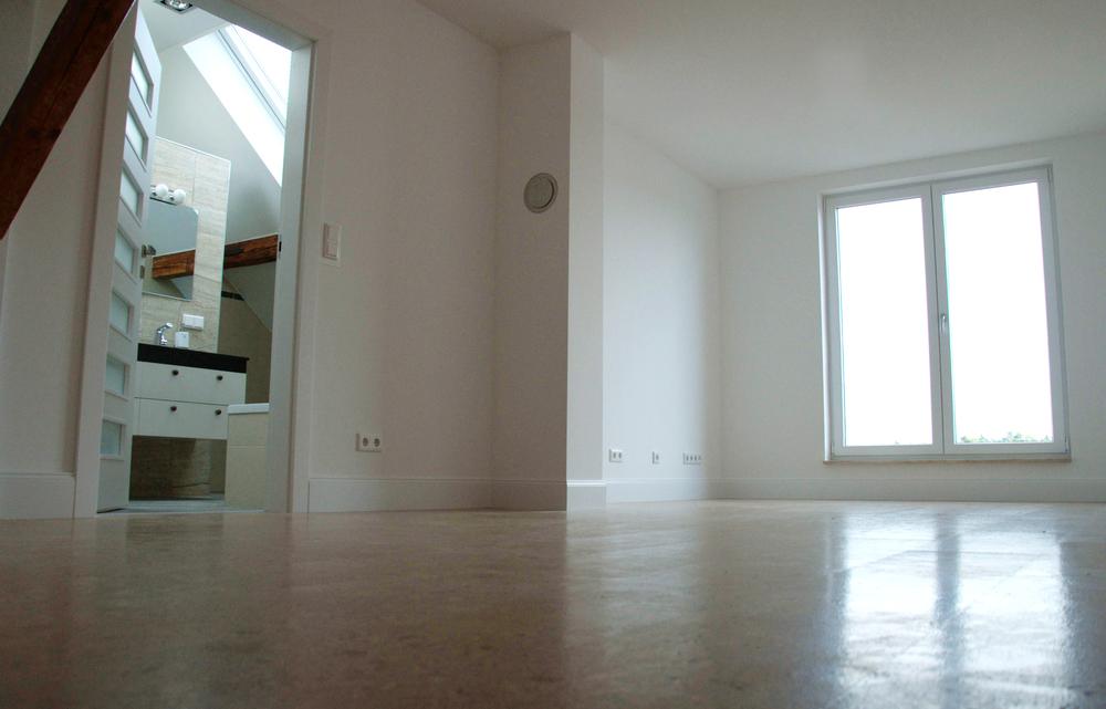 Schlafzimmer mit Kamin und ensuite luxus Bad in Luxus Loft Frankfurt