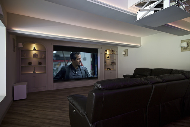 Home_Cinema_by_Raleigh_HiFi_Sound&Vision_10.jpg