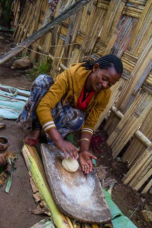 Dorze woman kneading fermented banana pulp