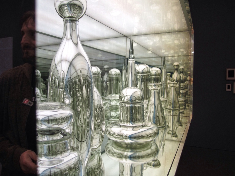 Josiah McElheny,  Czech Modernism Mirrored and Reflected Infinitely,  2005, Mirrored glass case with mirrored hand-blown glass objects