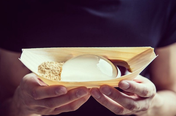 """Intriguing And Mesmerizing Zero-Calorie 'Raindrop Cake' To Debut In The US"""