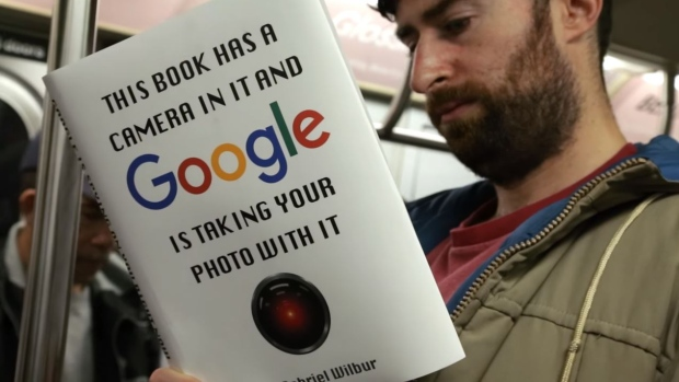 """'Social disruptor' Scott Rogowsky reads ridiculous books in public (PODCAST)"""