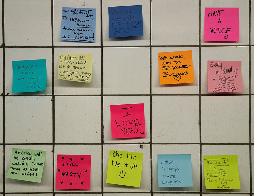 """Artist Offers Post-It Therapy in Subway for Grieving New Yorkers After Trump Triumph"""
