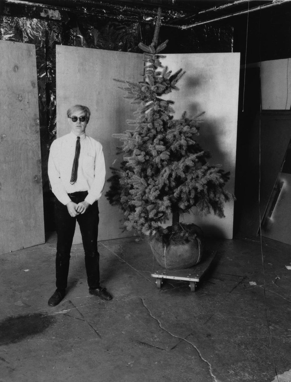 Unknown photographer,  Andy Warhol and his Christmas tree in the Factory  (1964).