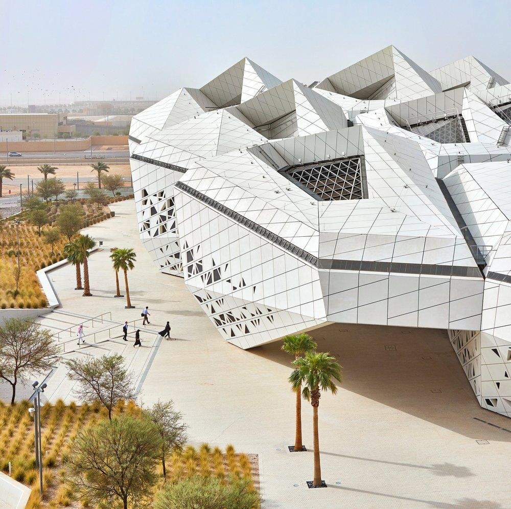 """Zaha Hadid's Desert Think Tank: Environmental Beauty and Efficiency"""