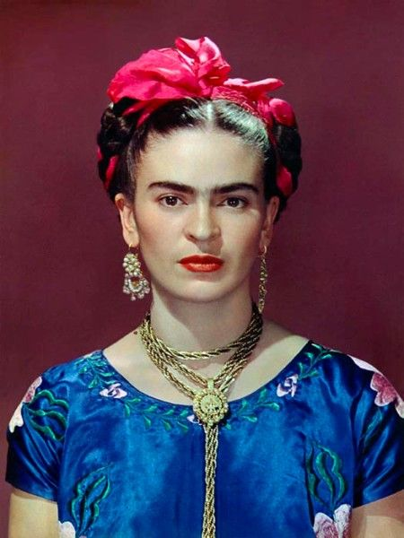 Nickolas Muray,  Frida Kahlo in blue satin blouse, 1939  (1939)