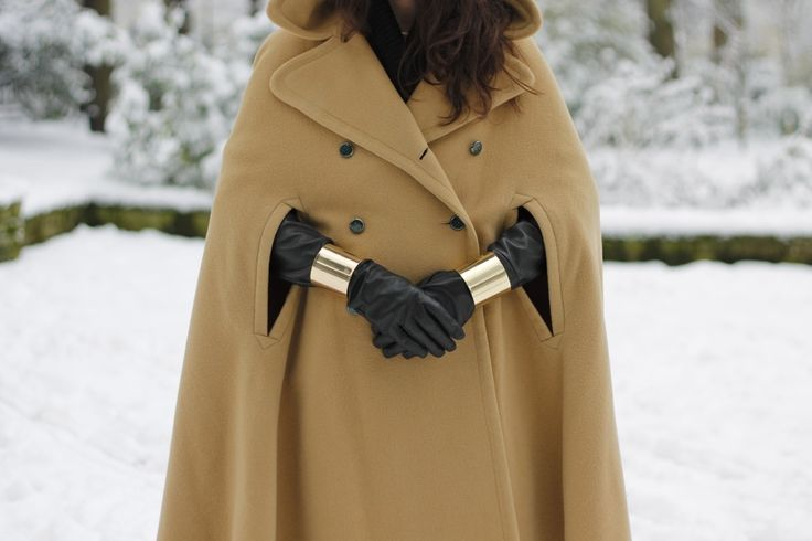 Came Cape with Long Leather Gloves