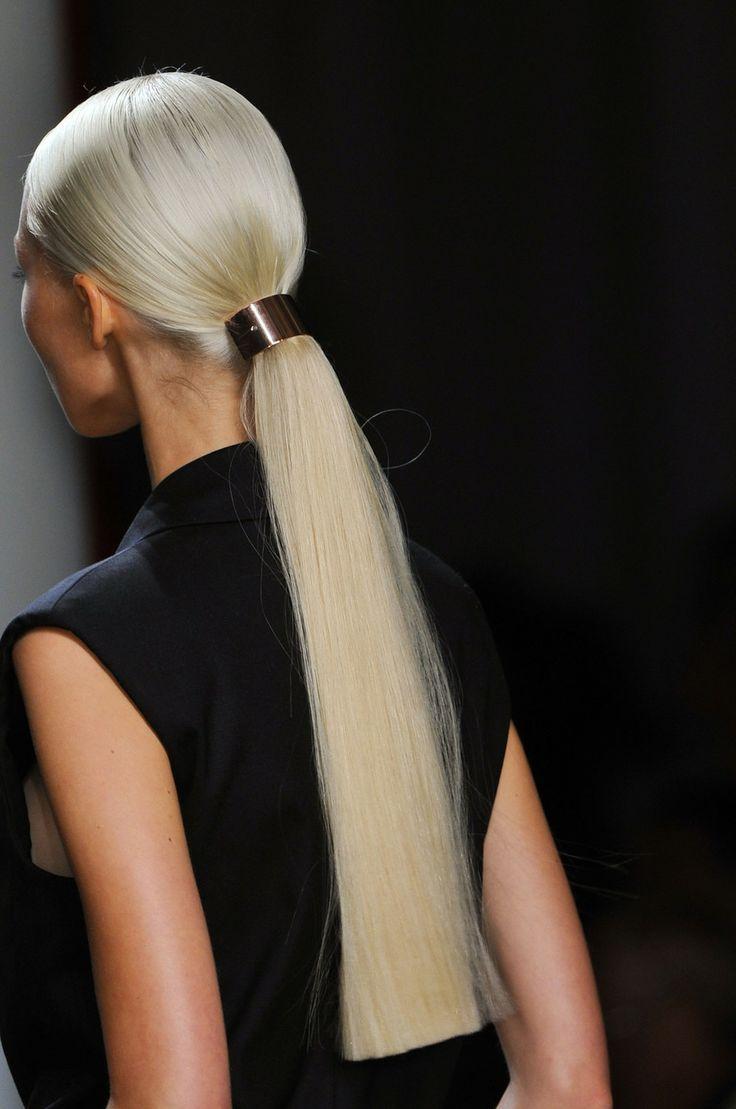 Фото блондинки с зализанным волосом 5 фотография