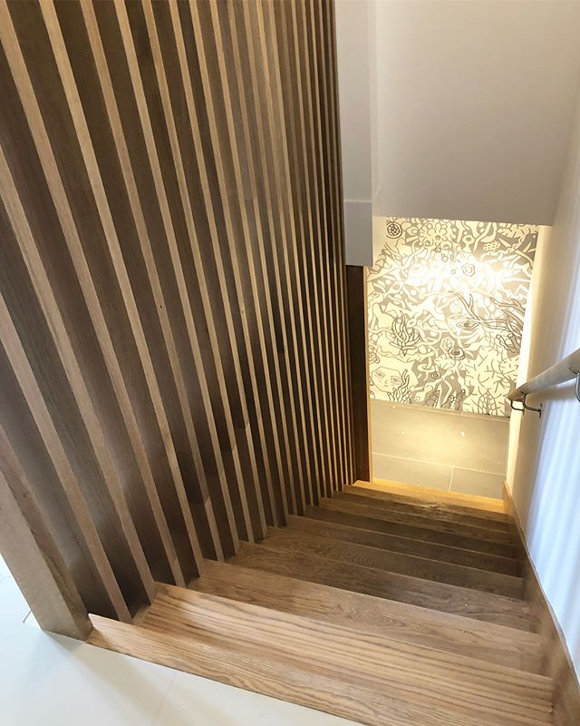 Excited to show a little snippet of an architectural project I just wrapped in Provincetown. This floating rift-sawn white oak screen wall spans ceiling to stair treads with no visible hardware. Some lengths are nearly 18' 🍾