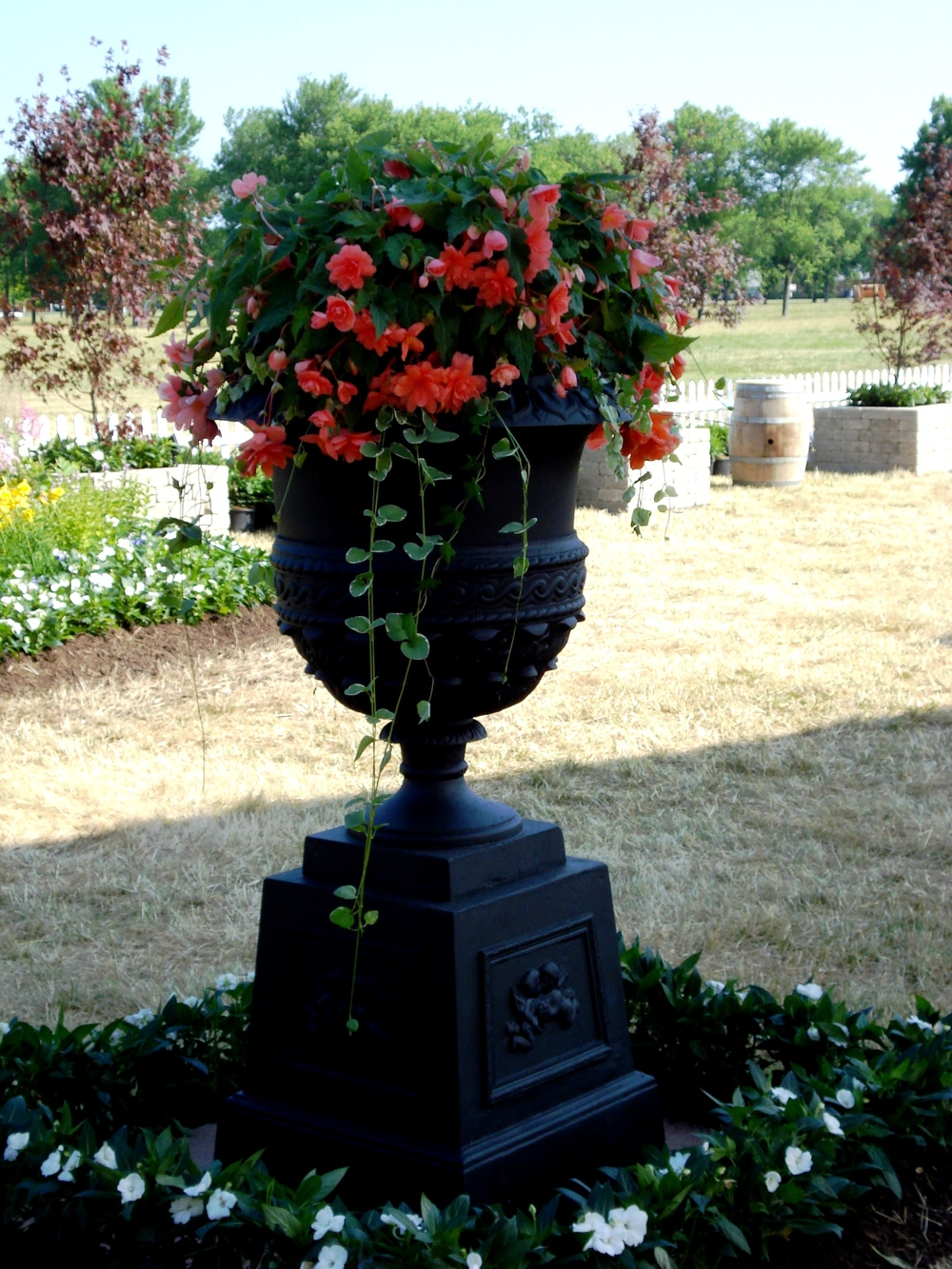 large wrought iron urn.JPG