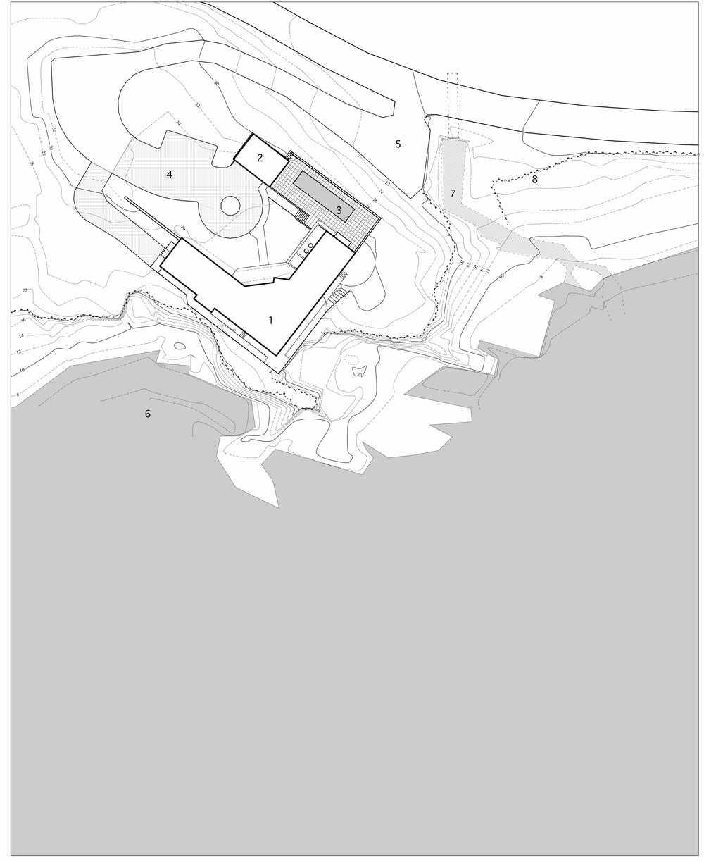 site plan:  (1) house, (2) garage, (3) swimming pool, (4) entry drive, (5) driveway, (6) coastline, (7) stream, (8) edge of site